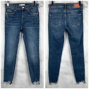 🔥Zara Hi-Rise Chewed Raw Hem Stretch Skinny Jeans